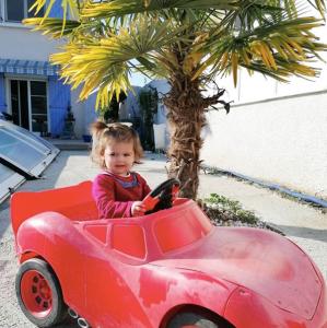 Ellia en voiture